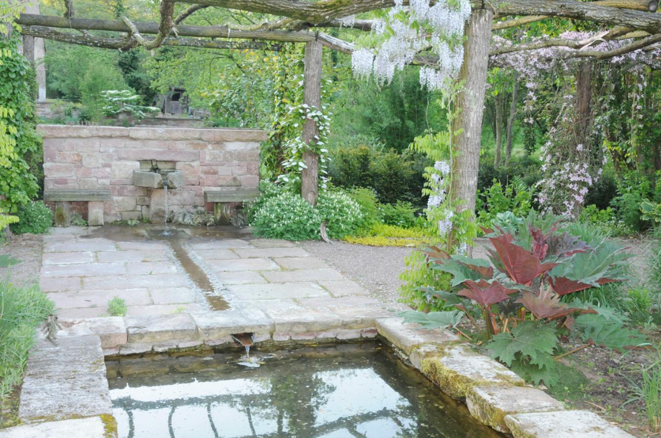 Berühmt An Wasserbecken und Pergola   Herrenmühle Bleichheim GB88